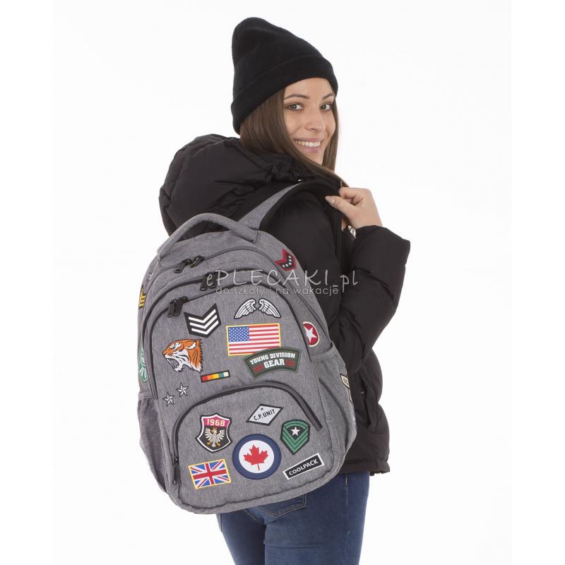 f2792e43c4eeb ... Plecak młodzieżowy CoolPack CP BENTLEY szary z naszywkami BADGES GREY,  szary plecak z naszywkami, ...