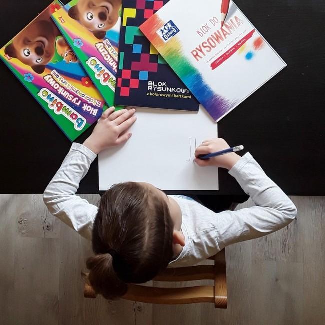 Blok rysunkowy i techniczny.  Jakie bloki zabrać do szkoły?