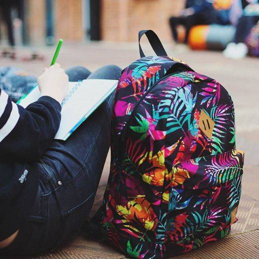 tropikalny plecak, plecak tropiki, modny plecak dla dziewczyny w 7 klasie, plecak do 8 klasy