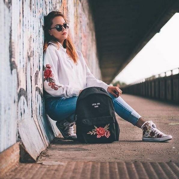 Modny plecak miejski - damskie plecaki w kwiaty z haftem